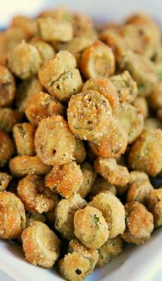 Fried Okra – my favorite vegetable! I can eat the whole batch of this yummy, crunchy okra. Okra Recipes, Vegetable Recipes, Vegetarian Recipes, Cooking Recipes, Healthy Recipes, Cooking Tips, Recipies, Vegetarian Barbecue, Barbecue Recipes