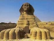 Dans la mythologie égyptienne, le sphinx est un hybride symbolisant l'union du dieu solaire Rê (corps de lion) et du pharaon (tête humaine, parfois tête de faucon ou de bélier). Le sphinx de Gizeh est la plus grande sculpture monumentale monolithique du monde. Il mesure 73,5 m de long, 14 m de large et 20,22 m de haut.