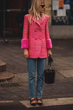 Street Style at the Milano Fashion Week - Street Style at the Milano Fashion Week Tutti gli outfit e look di street style avvistati alla New York Fashion Week Autunno Inverno 2018 2019 Street Style Outfits, Mode Outfits, Fashion Outfits, Womens Fashion, Fashion Trends, Style Fashion, New York Fashion, Milano Fashion Week, Milan Fashion