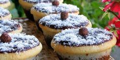 Kokos kocke ( kao Muffine – Najbolji recepti na jednom mjestu Baking Recipes, Cake Recipes, Dessert Recipes, Hot Dog Recipes, Sweet Recipes, Mini Cakes, Cupcake Cakes, Cupcakes, Cake Cookies