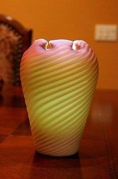 Stevens Williams Northwood Osiris Threaded Pull-Up Satin Vase Steven Williams, Antique Auctions, Vintage Vases, Swirl Design, Porcelain Ceramics, Pottery Art, Glass Art, British, Satin