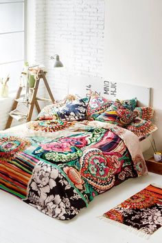 Bed linen plays a vital role in the interior decoration of a bedroom because it acts on our emotions My New Room, My Room, Home Bedroom, Bedroom Decor, Bedroom Ideas, Master Bedroom, Deco Boheme Chic, White Duvet Covers, Bed Covers