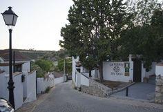 Llegando a la Fuente en Olmeda, el pueblo de casas blancas.