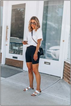 146 cute sporty outfits ideas try this fall - Ideen für Sportbekleidung Cute Sporty Outfits, Summer Shorts Outfits, Summer Work Outfits, Spring Outfits, Trendy Outfits, Casual Shorts Outfit, Winter Outfits, Comfortable Summer Outfits, Bermuda Shorts Outfit