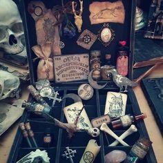 Nécessaire pour sorcière. #Magic Box#which https://www.facebook.com/La-crypte-dEdgar-632330753638675/
