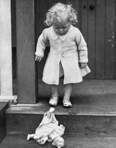 Another beautiful picture via Dolly Mixture. This poor little girl has just dropped and broken her beloved doll. The same thing happened to my mother. She won a beautiful doll from a fair and treasured it. Her mother warned her not to take it out into the street to play with the other children but she did, and it fell out of the pram and smashed to pieces.