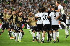 Damit hat Deutschland erstmals bei einem großen Turnier gegen Italien gewonnen....