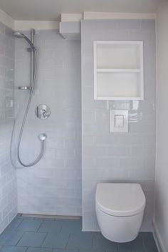Reihenhaus von Bruno Taut - Badezimmer // Architektin: Lena Klanten // Foto: Kai Sternberg Bruno Taut, Kai, Toilet, Bathroom, Sitting Rooms, Terraced House, Bathing, Projects, Washroom