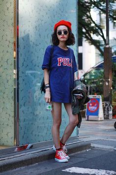 Super Ideas For How To Wear Red Sneakers Street Style Shoes Red Converse Outfit, Dress With Converse, Red Sneakers Outfit, Converse Fashion, Converse Style, Converse Sneakers, Fashion Shoes, Hip Hop Outfits, Hipster Outfits
