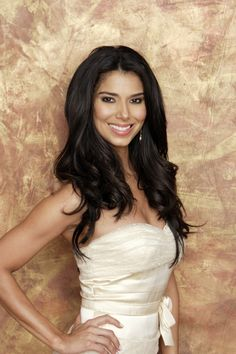 Devious Maids star Roselyn Sanchez will co-host this year's Billboard Latin Music Awards alongside TV personality Raul Gonzalez and singer/TV host Laura Flores. Roselyn Sanchez, Most Beautiful Women, Beautiful People, Devious Maids, Remy Hair Extensions, Celebrity Wallpapers, We Are The World, Height And Weight, Beautiful Actresses