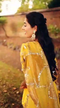 Shadi Pic, Wedding Dance Video, Indian Women Painting, Mehndi Ceremony, Bridal Lehenga Collection, Gold Bangles Design, Indian Wedding Decorations, Portrait Photography, Photography Tips
