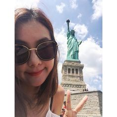 Instagram의 Kim BBong님: . 여신언니브이. . 아직도 #목요일. 왜죠? 왜케 숨이 턱 막히죠? . #뱅기태워줘요 . #뉴욕 #자유여신상 #여신언니 #원조여신 #NYC #newyork #USA #libertylsland #statueofliberty