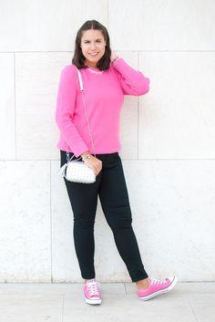 Pink is perfect for Autumn! - Temporada: Otoño-Invierno - Tags: modeintechnicolor, fashionblogger, blog, pink, converse, ootd, - Descripción: El rosa forma una parte importante de mi vida, de mi blog y... de mi armario.     Este jersey rosa chillón de Rosegal lo adoro hasta el infinito!!! ❤