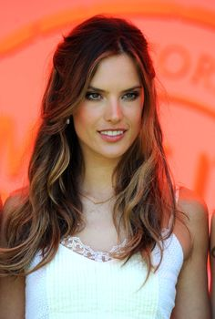 Alessandra Ambrosio. Love her hair.