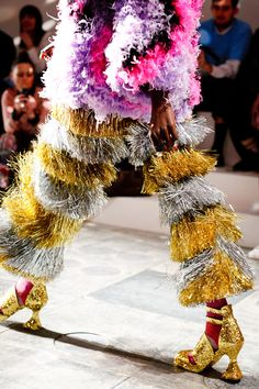 Meadham Kirchhoff-ex student of Director of London Art Portfolio, Julia Dennis. Gold and silver fringe at Meadham Kirchhoff. Weird Fashion, Funky Fashion, Couture Fashion, Fashion Show, Fashion Outfits, Meadham Kirchhoff, New Shape, Glam Rock, Fashion Details