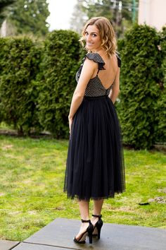 Tulle Needle & Thread dress. Needle and Thread Embroidered Bodice Midi Dress With Tulle Skirt. Needle & Thread Swan Tulle Midi Dress With Frill Sleeve. http://finastyleblog.com/2017/03/tulle-needle-thread-dress/