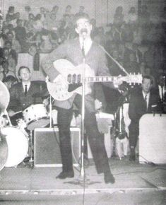 All the Buddy Holly content I can find posted in one place. Photos will be posted daily for as long as I can find stuff to post! I Love Music, Good Music, Buddy Holly Musical, Rockabilly, Rock And Roll, Popular Music Artists, Easy Guitar Chords, Holly Pictures, Ritchie Valens