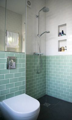 The Wet Room Shower : Modern bathroom by Blue Cottini There are many options in choosing beautiful bathroom wall tiles. These are just a few ideas that will transform any bathroom into a great design area. Small Wet Room, Small Shower Room, Wet Room Shower, Small Space, Wet Room Bathroom, Bathroom Layout, Modern Bathroom Design, Bath Room, Bathroom Ideas