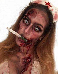 Are you looking for inspiration for your Halloween make-up? Browse around this site for scary Halloween makeup looks. Looks Halloween, Noche Halloween, Easy Halloween, Halloween Crafts, Halloween Party, Zombie Face, Zombie Makeup, Scary Makeup, Face Makeup
