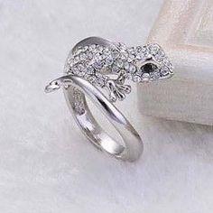 Characteristic Rhinestoned Women's Gekko Japonicus Shape Alloy Ring