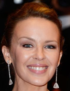 Kylie Minogue's Stunning Pinned Up Curls - Front View!