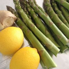 Simple Grilled Asparagus with Fresh Ginger and Lemon Zest Recipe How To Cook Asparagus, Grilled Asparagus, Asparagus Recipe, Candida Diet Recipes, Paleo Recipes, New Recipes, Eating Vegetables, Veggies, Get Thin