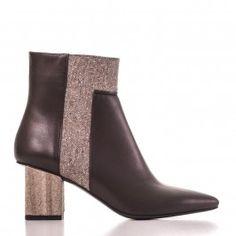 9504 Maro cu detaliu Leather Shoes, Ankle, Boots, Fashion, Leather Dress Shoes, Crotch Boots, Moda, Leather Boots, Wall Plug