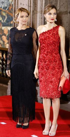 Queen Letizia and King Felipe VI of Spain attend a dinner given by Mexican President Enrique Peña Nieto and his wife First Lady Angelica Rivera at National Palace on June 2015 in Mexico City, Mexico Style Royal, Evening Dresses, Formal Dresses, Queen Letizia, Royal Fashion, Ideias Fashion, Lace Dress, Party Dress, Fashion Dresses