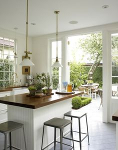 kitchen doors that open to the garden