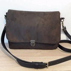 Sac à main marron Textiles, Messenger Bag, Satchel, Container, Gardens, Bags, Fashion, Purse, Accessories