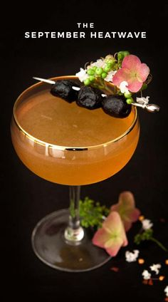 Whisky Cocktail, Signature Cocktail, Cocktail Drinks, Cocktail Recipes, Cocktail Parties, Liquor Drinks, Fancy Drinks, Alcoholic Beverages, Halloween Cocktails