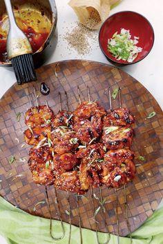 Ο συνδυασµός κοτόπουλου και σόγια σος είναι… συµβόλαιο στη νοστιµιά. Όταν προσθέσετε και Μίριν το αποτέλεσµα γίνεται ακόµα πιο γευστικό αφού το γλυκό ιαπωνικό κρασί έχει µια ακαταµάχητη γλυκάδα. Σερβίρετε ... Read More Tandoori Chicken, Curry, Meat, Cooking, Ethnic Recipes, Food, Kitchen, Curries, Essen