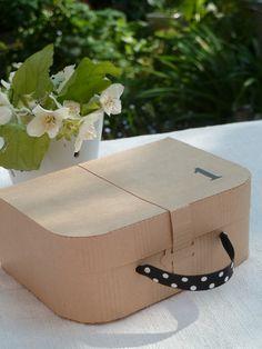 Dishfunctional Designs: Creative Uses for Vintage Suitcases Cardboard Suitcase, Cardboard Furniture, Cardboard Crafts, Diy Paper, Paper Art, Paper Crafts, Carton Diy, Paper Purse, Vintage Suitcases