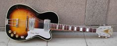 1959 Kay Barney Kessel Pro, a vintage signature. A full hollowbody construction with no f-holes and kind of small body.