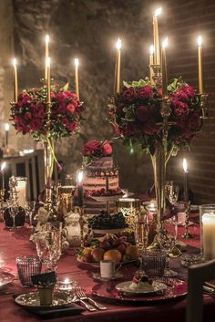 Wedding table - Pretty Photo of Renaissance Wedding Decorations – Wedding table Medieval Banquet, Renaissance Wedding, Italian Renaissance, Rose Centerpieces, Centrepieces, Red Centerpiece Wedding, Candelabra Wedding Centerpieces, Wedding Themes, Gothic Wedding Ideas