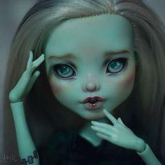 """""""Take me home"""" ^__^ :З  Active link in my profile.) https://www.etsy.com/ru/listing/264228284/ooak-custom-repaint-monster-high-doll  #ooak #Frankie #frankiestein #monsterhigh #sale"""