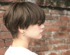 Let's dare fall in the fall! Kpop Short Hair, Short Hair Tomboy, Korean Short Hair, Girl Short Hair, Short Hair Cuts, Tomboy Hairstyles, Girl Haircuts, Pretty Hairstyles, Asian Short Hairstyles