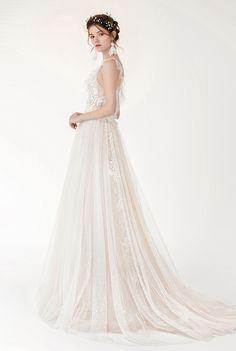 Lyla - BRIDAL - Chic Nostalgia - Bohemian and Romantic Wedding Dresses Bohemian Bride, Wedding Dress Styles, Bridal Collection, Bridal Gowns, Fashion Dresses, Wedding Day, Tulle, Nostalgia, Chic