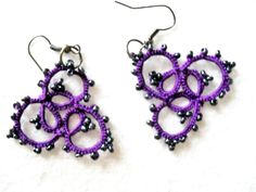 Boucles d'oreille violet et gris en dentelle de frivolite : Boucles d'oreille par carmentatting
