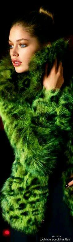 wrapped in Green faux fur Green Fur, Go Green, Green Colors, Winter Green, Style Vert, Fabulous Furs, Doutzen Kroes, Green Fashion, Fur Fashion