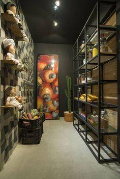 Um espaço para receber visitas deve ser aconchegante e charmoso. Pensando nessas duas características, profissionais da mostra trouxeram diversas ideias que você confere abaixo!