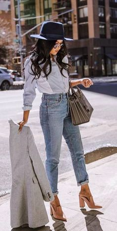 How to rock the casual chic look Smart Casual Outfit, Casual Work Outfits, Work Attire, Work Casual, Casual Work Clothes, Smart Casual Women Summer, Casual Chic Summer, Casual Chic Style, Casual Bags