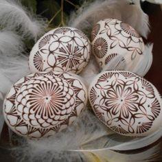 Bielo hnedé kraslice, Veľkonočné dekorácie