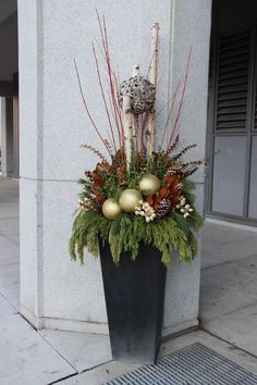 DIY Holiday Decorating with Kids - Awesome And Inspiring Article by Ginny Branch Christmas Window Boxes, Christmas Urns, Christmas Planters, Christmas Front Doors, Christmas Greenery, Christmas Flowers, Christmas Holidays, Christmas Wreaths, Winter Planter