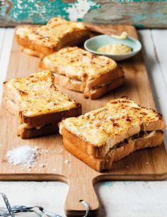 Kaasbroodjie met hoender, Ek onthou nie veel van my besoek aan die Franse stad Toulouse nie, maar wat ek wel onthou, is die beste croquepoulet (kaas-en-hoenderbroodjie) en amandel-croissant wat ek al ooit in my lewe geëet het. South African Dishes, South African Recipes, Braai Recipes, Cooking Recipes, Kos, Ma Baker, Cooking Bread, Savoury Baking, Savory Snacks