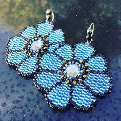 Boucles d'oreille miyuki grosses fleurs bleu ciel et