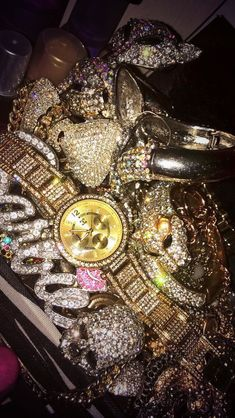 Hip Hop Jewelry, Custom Bubble Letters, Iced Out Jewelry, Gold Grillz Cute Jewelry, Body Jewelry, Jewelry Accessories, Watch Accessories, Bling Jewelry, Boujee Aesthetic, Bad Girl Aesthetic, Henna Tattoo Designs, Bling Bling