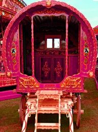 Pink Gypsey Caravan!  I need to do a photo shoot with this!!