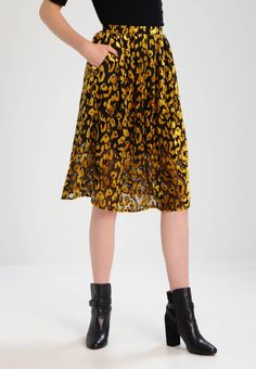 c9c28ca4135474 83 Best Zalando ♡ Gelbe Outfits images in 2018 | Yellow, Fashion, Color