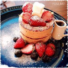 街のカフェで見かける厚焼きのパンケーキ☆ふわふわでとっても美味しいですよね♪そんな厚焼きパンケーキをおうちでも作れちゃうんです☆それが、セリアのシリコン製パンケーキ型☆そのレシピから盛りつけまで一挙にご紹介します!ぜひ、おうちでも試してみてください!